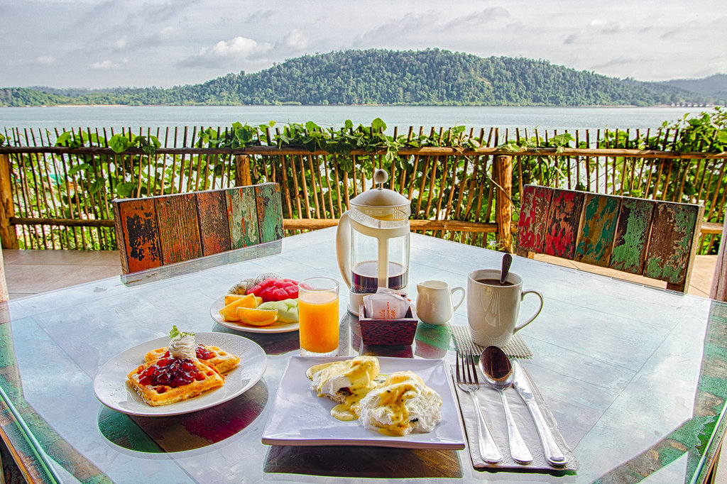 telunas rsz_44957772864_breakfast-with-view