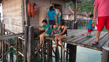 hand fishing telunas-beach-resort-activities_30741341967_o