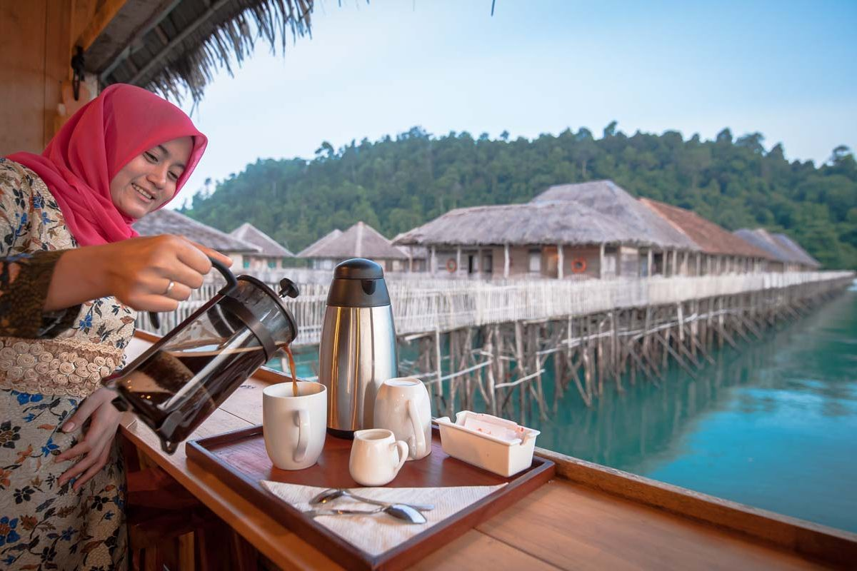 pouring coffee telunas-beach-resort_44766278895_o